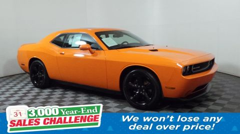 Pre-Owned 2014 Dodge Challenger SXT RWD 2dr Car